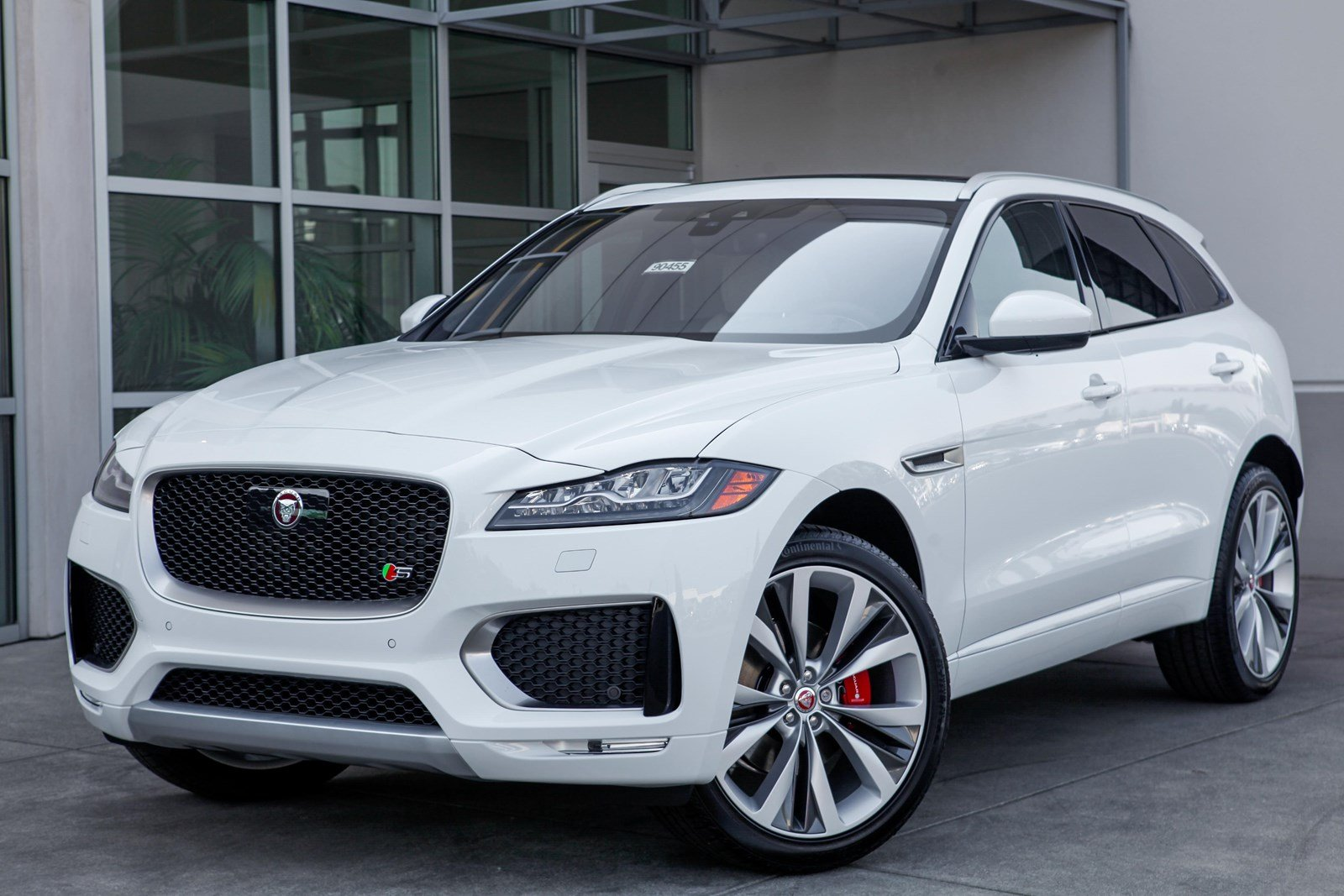 new 2019 jaguar f pace 35t s awd suv in lynnwood 90455. Black Bedroom Furniture Sets. Home Design Ideas