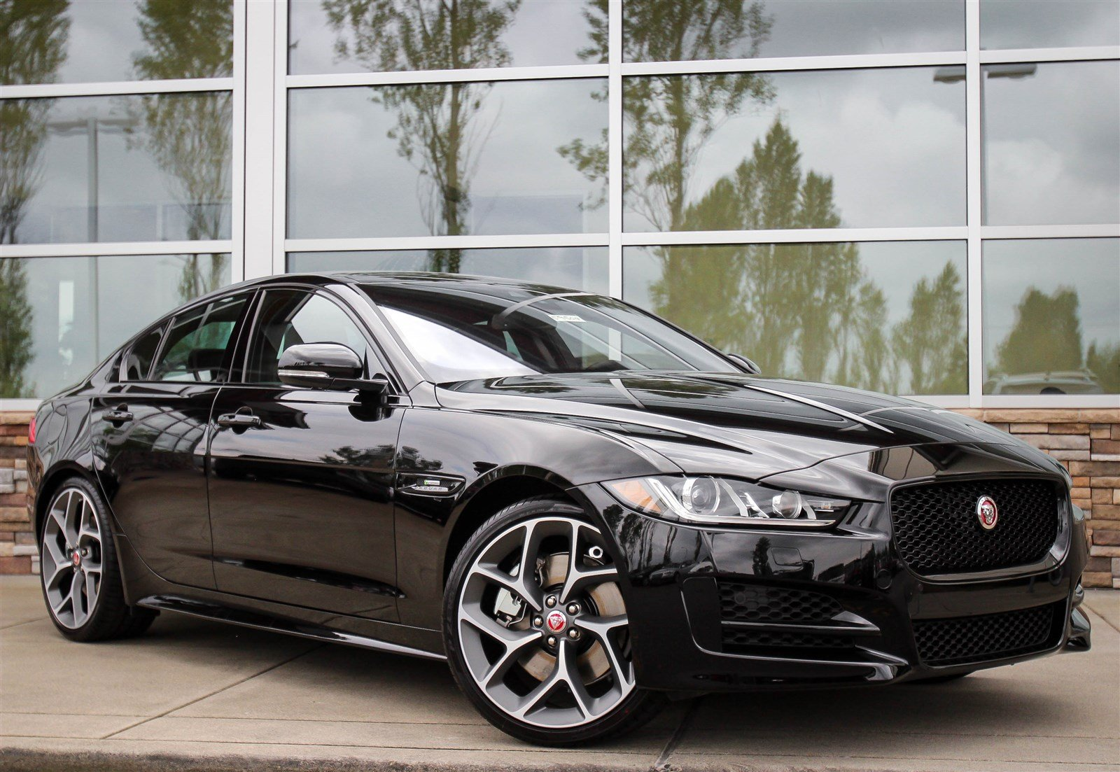 new 2017 jaguar xe 35t r sport 4dr car in lynnwood 59504 jaguar seattle. Black Bedroom Furniture Sets. Home Design Ideas